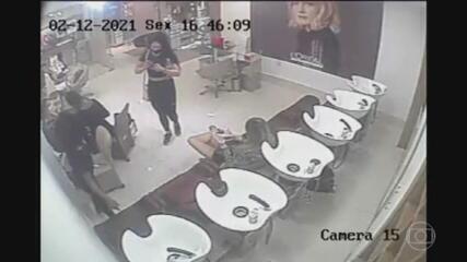 Imagens mostram mãe de Henry no salão de beleza no dia em que Jairinho agrediu menino