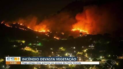 Incêndio atingiu área de vegetação em Vitória