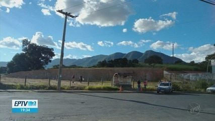 Homem é baleado e morre em ponto de ônibus de Andradas
