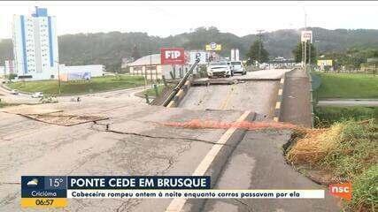 Cabeceira de ponte desaba e deixa carros presos em Brusque