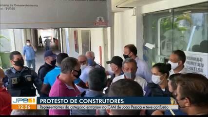 Construtores protestam na prefeitura de João Pessoa