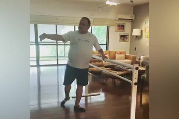Leo Jaime faz aula de balé online