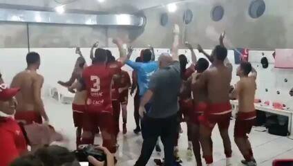 Bonde do Russo: jogadores e treinador do Potiguar comemoram vitória sobre o ABC