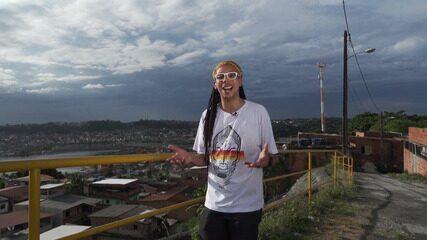 O artista Fabio Santana, do Alto do Cabrito, conta histórias que deram identidade ao local