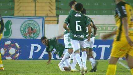 Jogadores do Guarani brigam após apito final e são expulsos