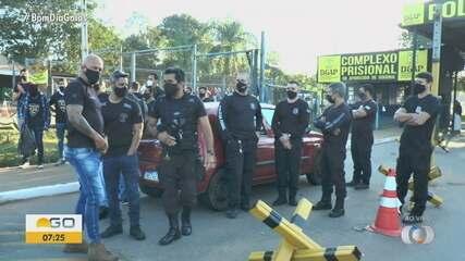 Policiais penais fazem protesto em frente ao Complexo Prisional de Aparecida de Goiânia