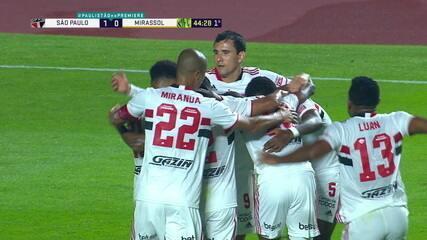 Gol do São Paulo! Após escanteio, Arboleda cabeceia e abre o placar, aos 44' do 1º Tempo