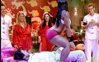 Priscila fez striptease para Emanuel no BBB9