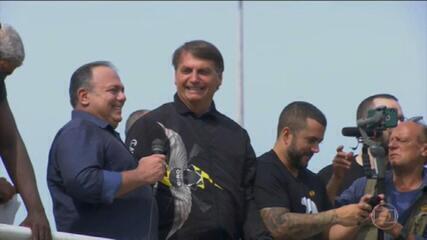 Bolsonaro causa aglomeração em passeio no RJ e senadores criticam postura do presidente