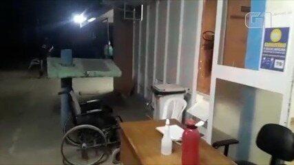 Hospital Regional de Arraias é reformado e pacientes ficam sentados do lado de fora