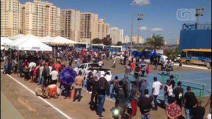 Laçamento de programa do GDF acontece em meio a aglomeração, em Samambaia