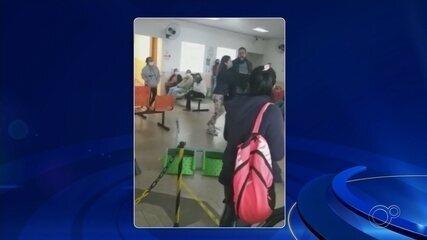 Morador se irrita com demora no atendimento e arremessa cadeira em hospital de Boituva
