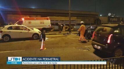 Dois motoristas ficam feridos após colisão na Avenida Perimetral em Santos