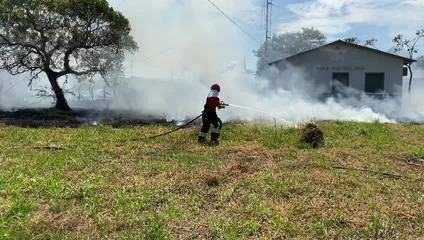 Bombeiros foram chamados para conter as chamas em Humaitá