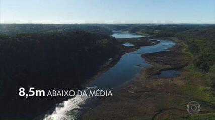 Hidrelétricas diminuem a vazão para poupar água nos reservatórios do Paraná