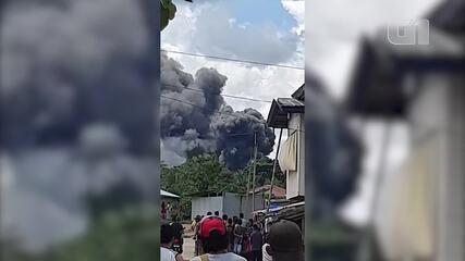 VÍDEO: queda de avião militar deixa mortos em ilha no sul das Filipinas
