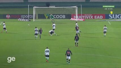 Aos 45 min do 2º tempo - finalização errada de Lucas Figueiredo do Vasco contra o Coritiba