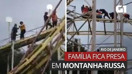 VÍDEO: Família fica presa em montanha-russa de parque e desce pelos trilhos, no Rio