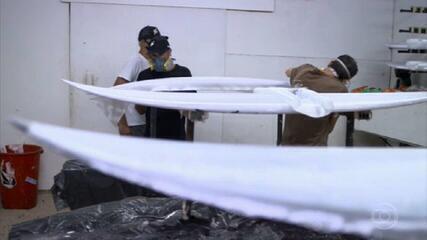 Veja como são criadas as pranchas do surfista Ítalo Ferreira, promessa de medalha nas Olimpíadas