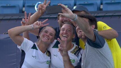 Festa brasileira em Tóquio! Luisa Stefani e Laura Pigossi comemoram conquista do bronze - Olimpíadas de Tóquio