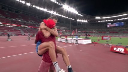 Essa Barshim, do Qatar, e Gianmarco Tamberi, da Itália, empatam e levam o ouro no salto em altura - Olimpíadas de Tóquio