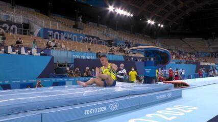 Caio Souza faz um bom primeiro salto, mas cai sentado no segundo. Média de 13.683 e está fora do pódio
