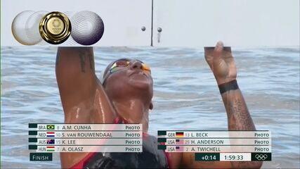 Ana Marcela Cunha segura bem a liderança na última volta, bate em 1º lugar e comemora muito a vitória!