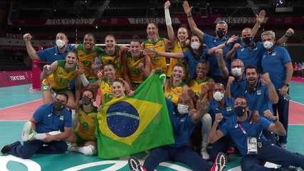 Ao som de Evidências, Seleção Brasileira comemora a ida para a final no vôlei feminino nas Olimpíadas de Tóquio
