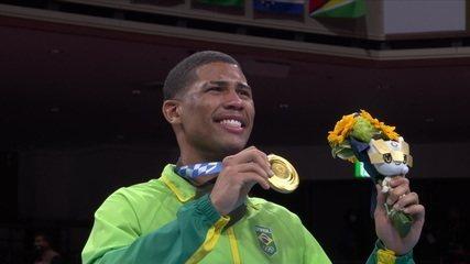 Hebert Conceição recebe a medalha de ouro e fica muito emocionado - Olimpíadas de Tóquio