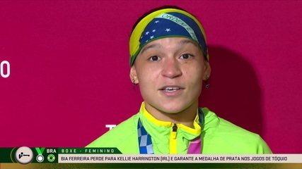Bia Ferreira da entrevista após conquista da prata no boxe feminino