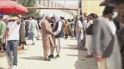 Crise no Afeganistão: veja a angústia no aeroporto em Cabul e a rotina de quem tenta escapar do controle do Talibã