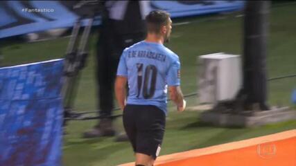 Uruguai goleia a Bolívia com dois gols de Arrascaeta