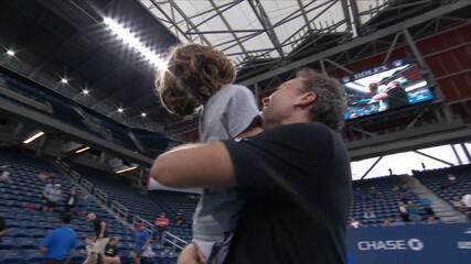 Filho de Bruno Soares, Noah invade a quadra após vitória nas semis no US Open
