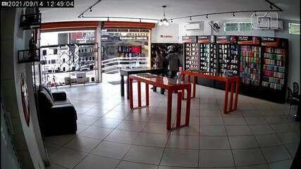 Criminosos assaltam loja de celular na Serra, ES