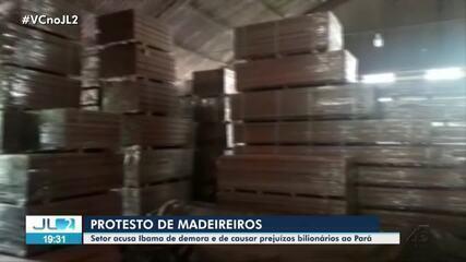 Madeireiros protestam no porto de Vila do Conde, em Barcarena