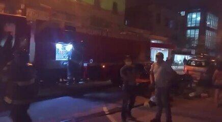 Bombeiros combatem chamas na Santa Casa de Maceió