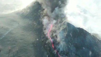 El dron registra el momento en que colapsa el cono volcánico en la Palma