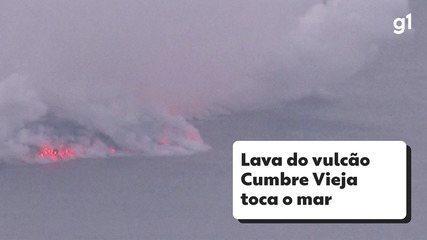 Lava do vulcão Cumbre Vieja toca o mar nas Canárias