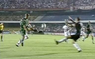 Em 2002, Palmeiras vence o São Paulo por 4 a 2 no Morumbi com gol de placa de Alex