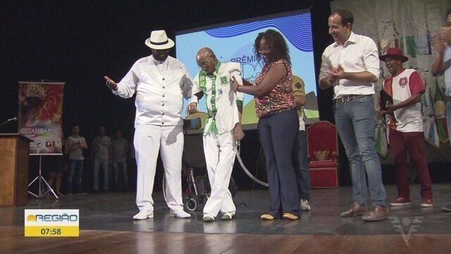 Sambistas da região participaram da entrega do prêmio do Estandarte Santista