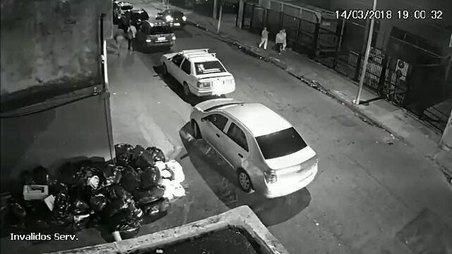A polícia suspeita que o assassinato de Marielle Franco poderia ter ocorrido antes mesmo de ela chegar a Casa das Pretas. Imagens de câmeras de segurança no local mostram que há um movimento no carro onde estão os criminosos assim que o carro de Marielle passa ao lado. As suspeitas são de que o atirador estaria se posicionando para atirar assim que ela saltasse do veículo.