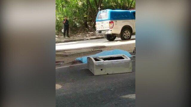 Marcelo Guimarães, de 38 anos, estava passando de moto na Rua Edgard Werneck, na altura da Cidade de Deus, quando foi atingido. Reprodução: redes sociais