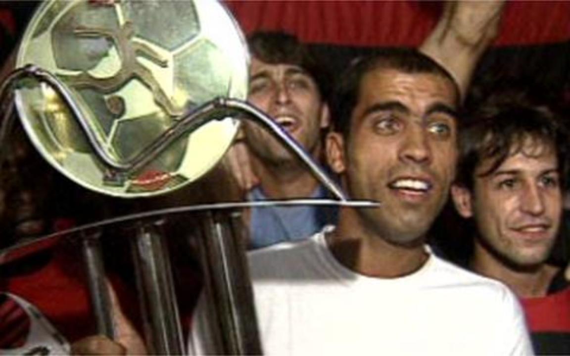 Em 2004, Jean marca três gols sobre o Vasco e o Flamengo é campeão carioca