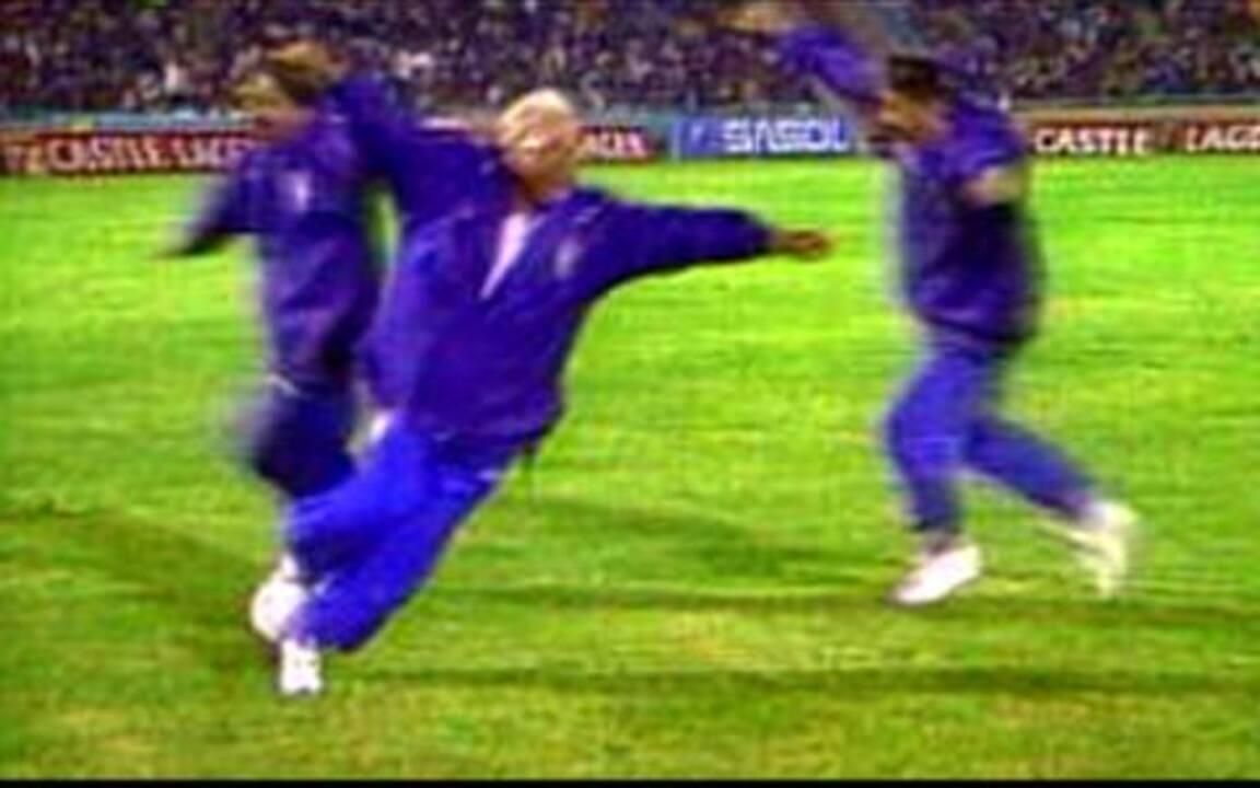 Em 1996, Zagallo comemora fazendo `aviãozinho` em vitória da seleção brasileira