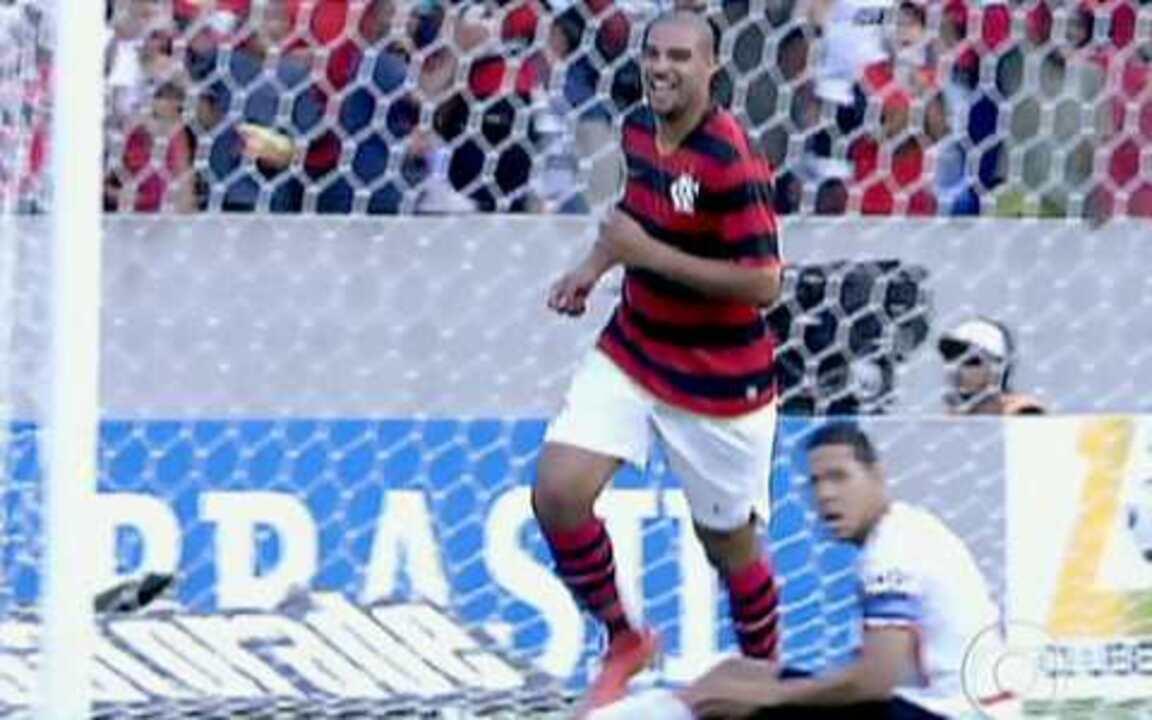 Adriano volta e leva a torcida do Flamengo ao delírio