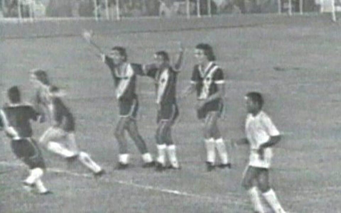 Em 1974, Vasco vence Cruzeiro por 2 a 1 e é conquista o Campeonato Brasileiro