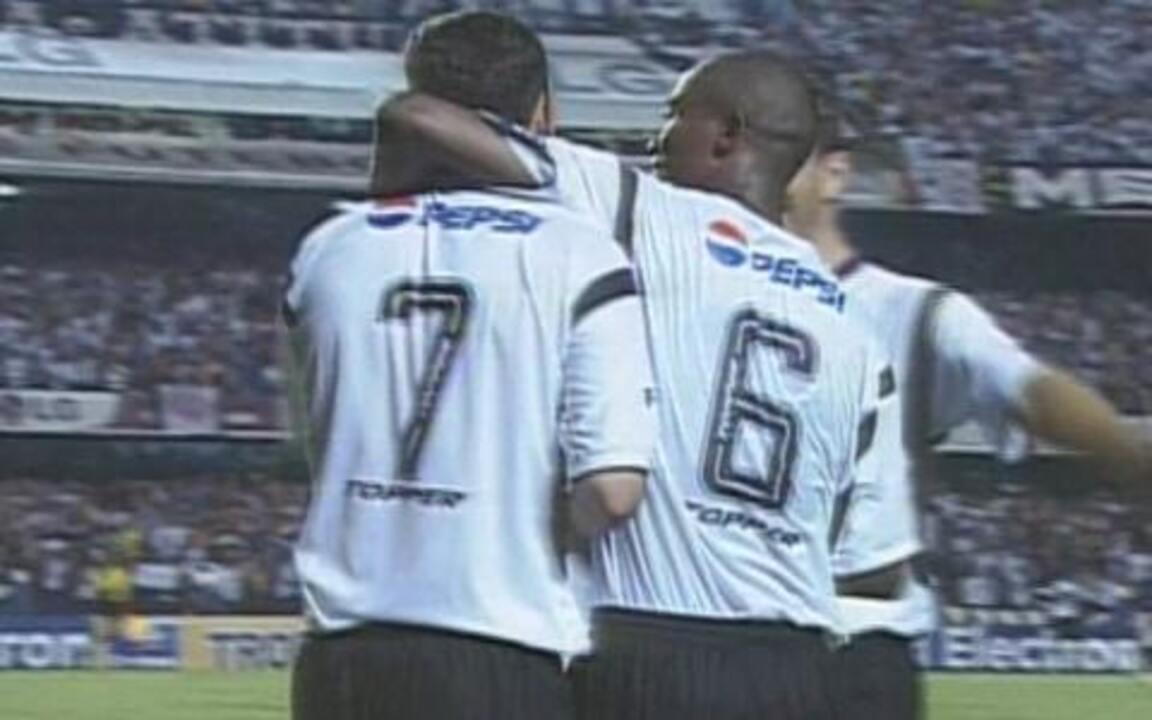 Em 2002, Corinthians vence o Fluminense e passa a final do Campeonato Brasileiro