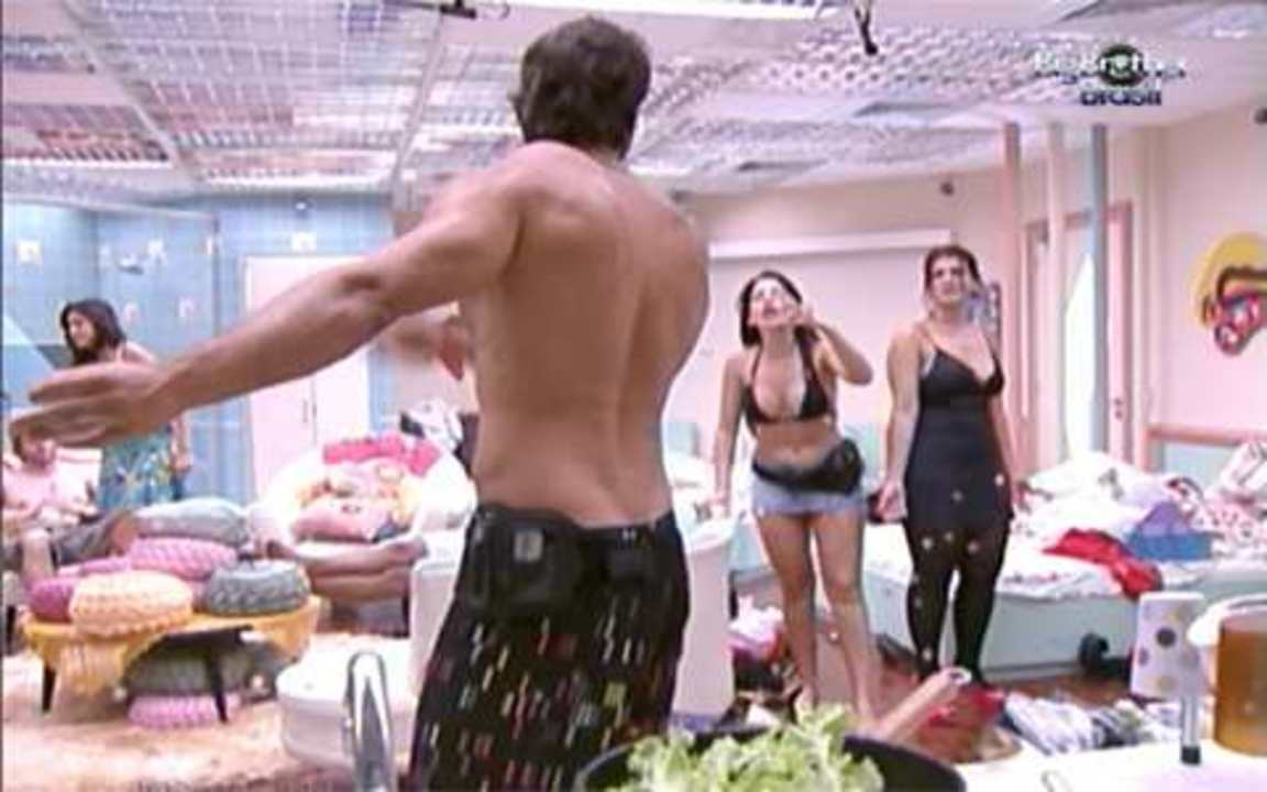 Anamara e Eliéser batem boca na cozinha do Puxadinho do BBB10