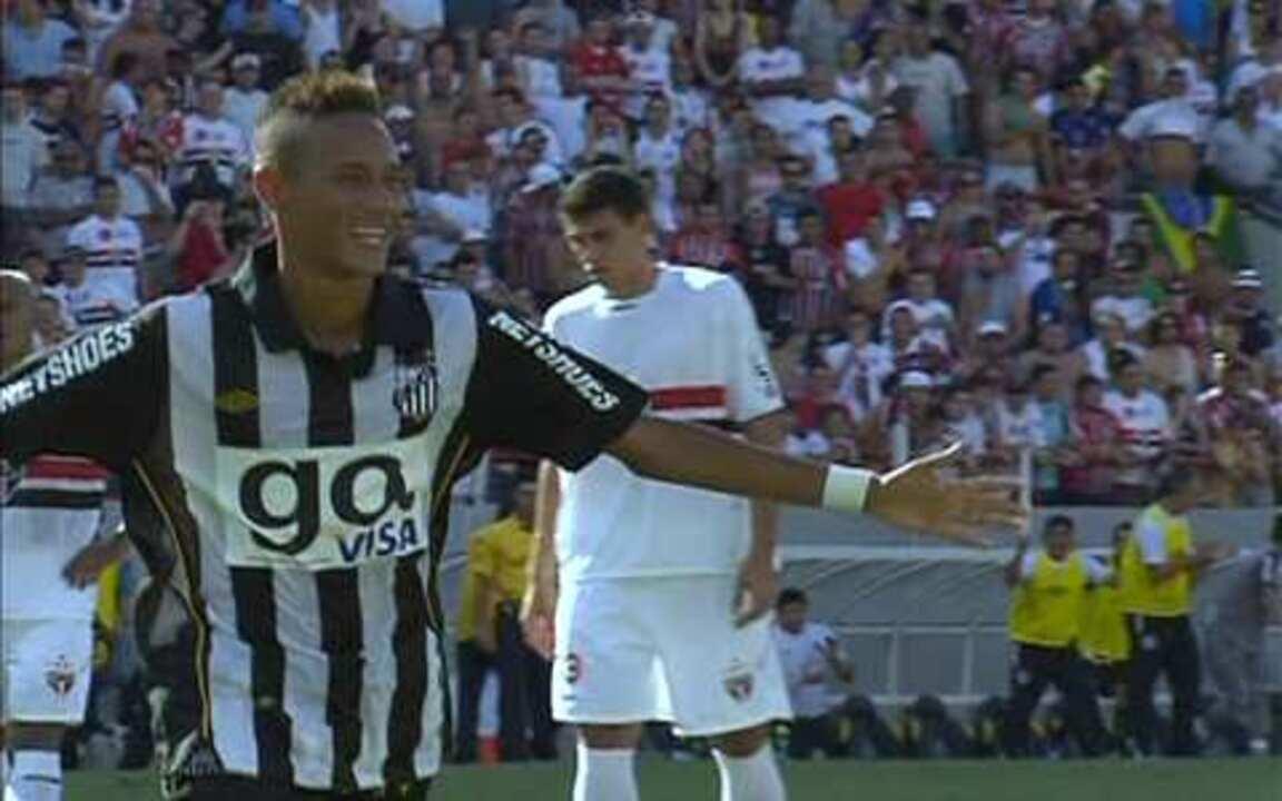 Gol do Santos! Neymar cobra pênalti com paradinha e marca, aos 38 do 1º tempo