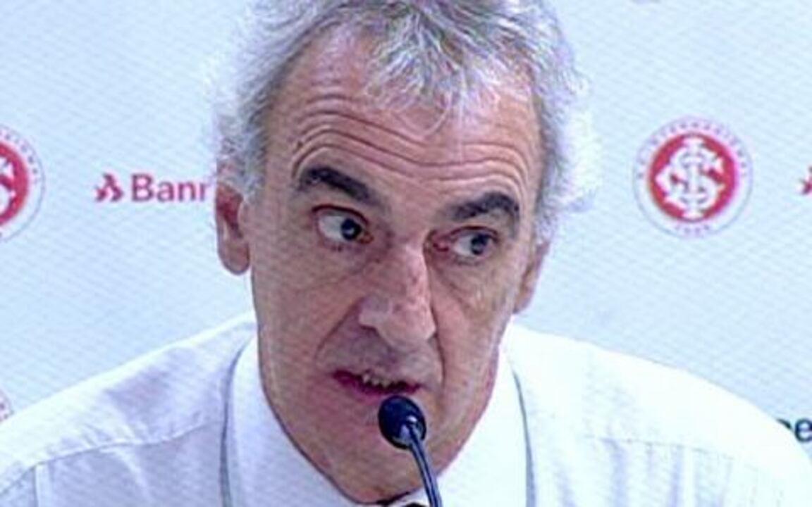 Técnico do Inter se desentende com jornalista durante entrevista coletiva